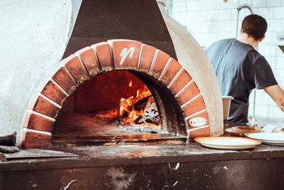 How to Cook the Best Pizza in the World: Pizza Hut's New Cookbook